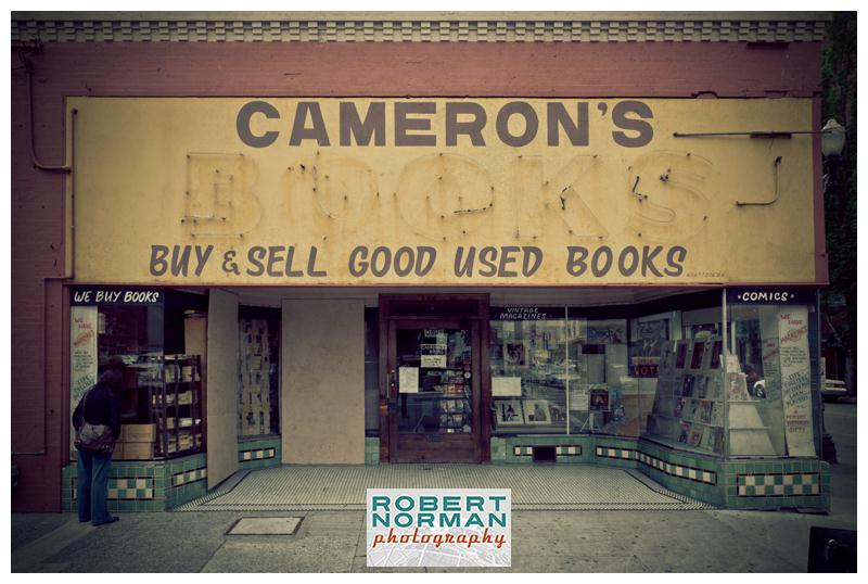 portland-oregon-photos-downtown-signage-Camerons-bookstore