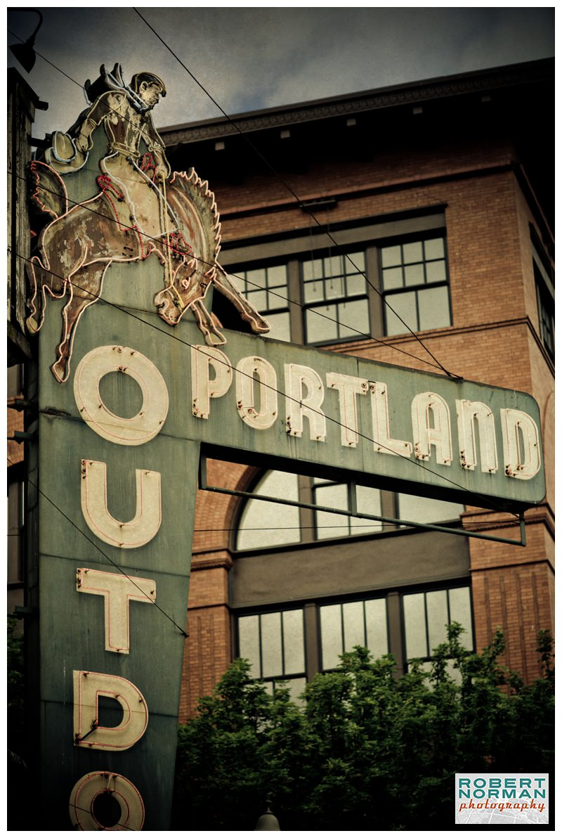 portland-oregon-photos-downtown-signage-Portland-outdoor-store-cowboy